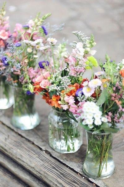 Kwiaty na weselnej kolacji / źródło : www.meinedinge.blogspot.co.nz