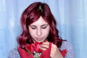 Dziewczyna z kwiatami / źródło: www.pixabay.com