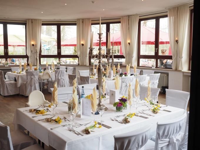Udekorowana sala weselna /źródło: www.pixabay.pl