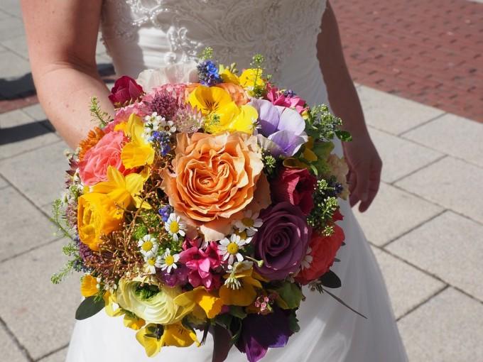 Bukiet z różnych kwiatów / źródło: www.flickr.com