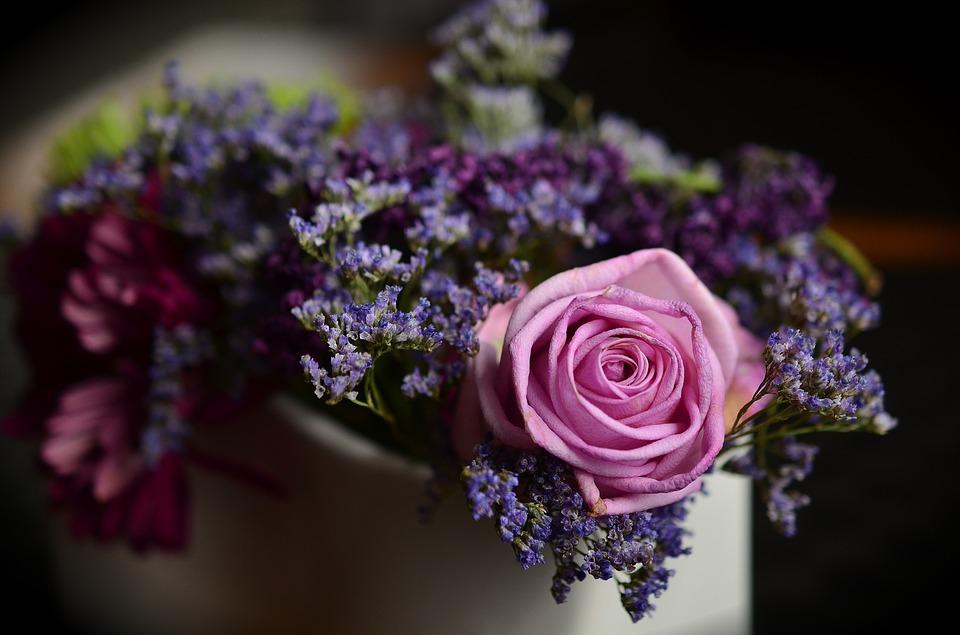 Kompozycja kwiatowa - źródło pixabay.com