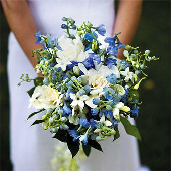 Bukiet z frezji / źródło: www.brides.com