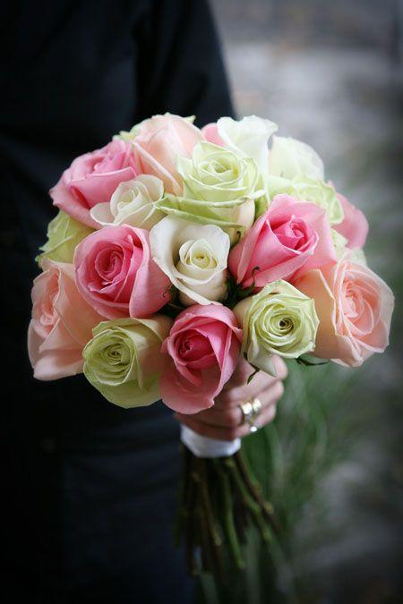 Bukiet z kremowych i różowych róż / źródło: www.thebackyardgarden.com