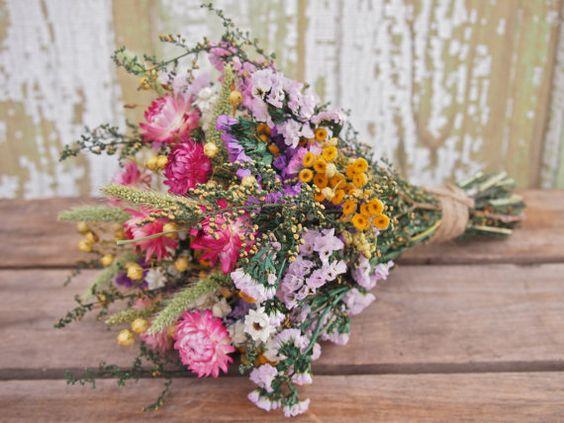 Bukiet z polnych kwiatów / źródło: www.etsy.com